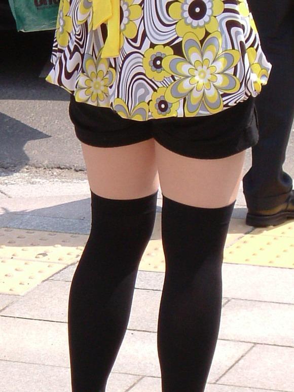 街で生撮りされた素人娘のニーソのエロ画像 240