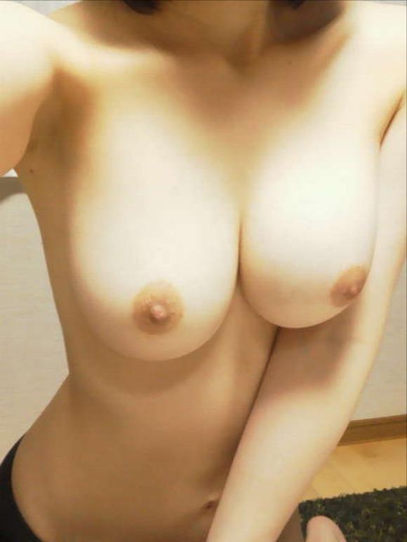 巨乳おっぱいを自画撮りしてネットに晒すことで快感を覚える素人娘のエロ画像 2458