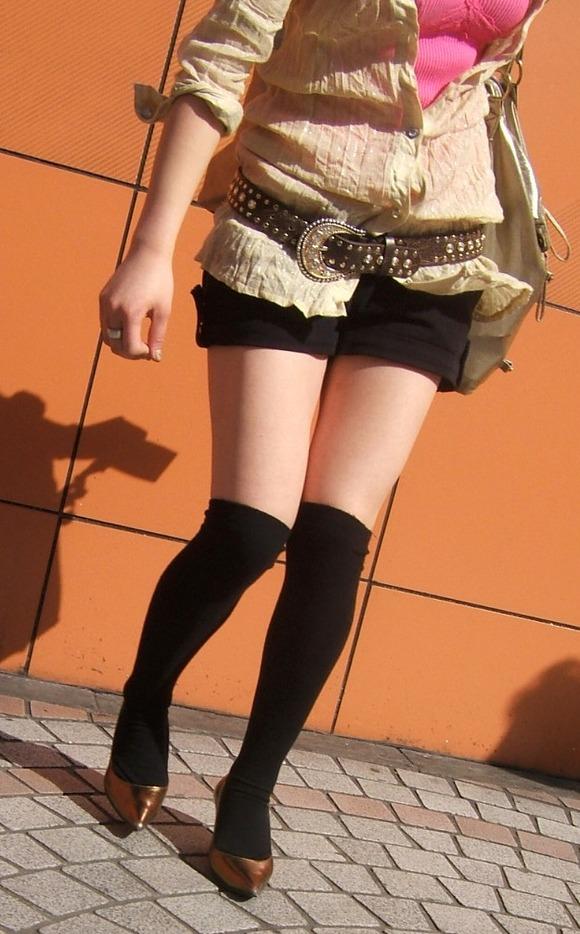 街で生撮りされた素人娘のニーソのエロ画像 2510