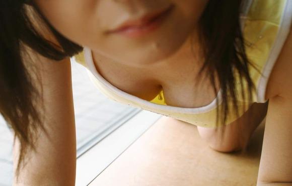 街撮りされた素人娘の胸チラに感謝したくなるエロ画像 2729