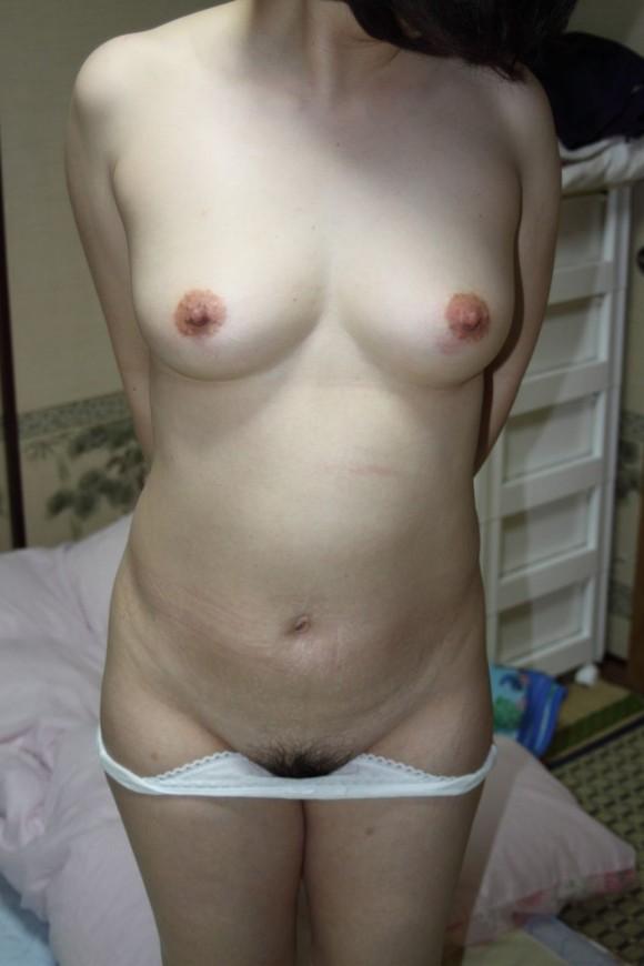 セックスした部屋で撮影された無防備な素人娘のエロ画像 2825