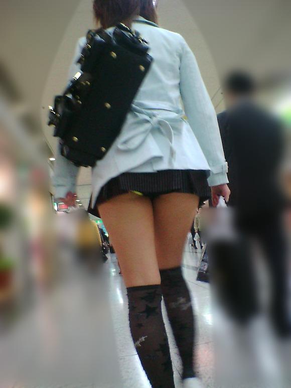 街角の日常風景に居る素人娘をエロ目線で見たエロ画像 2916