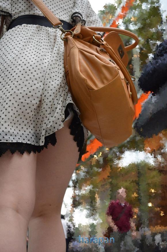 街角の日常風景に居る素人娘をエロ目線で見たエロ画像 3016