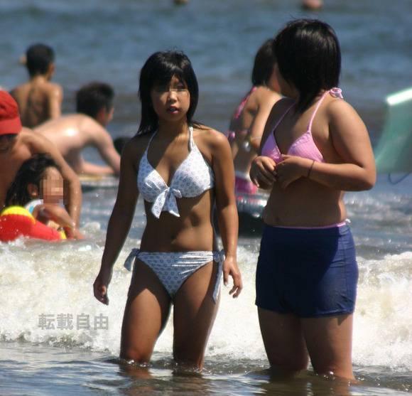 夏まで待てない!エロ目線で見るプールや海のビキニギャルの素人エロ画像 3041