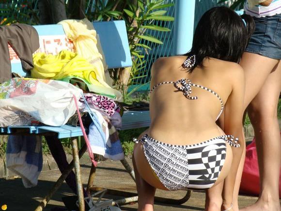 夏まで待てない!エロ目線で見るプールや海のビキニギャルの素人エロ画像 3155