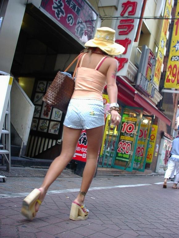 街なかで日常的に見ることの出来る素人娘の太ももエロ画像 3224
