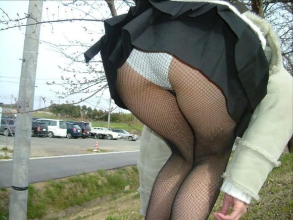 素人のお姉さんが履いてる網タイツがとってもセクシーなエロ画像 3255