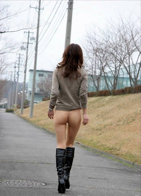 開放感と羞恥心が止められない素人娘の野外露出エロ画像 3258