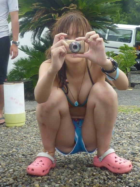 ついエッチな目線で見てしまう素人娘のビキニ姿のエロ画像 330