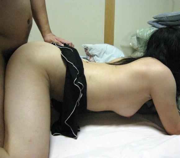 生々しさがヤバい素人娘の着衣セックスのハメ撮りエロ画像 3514