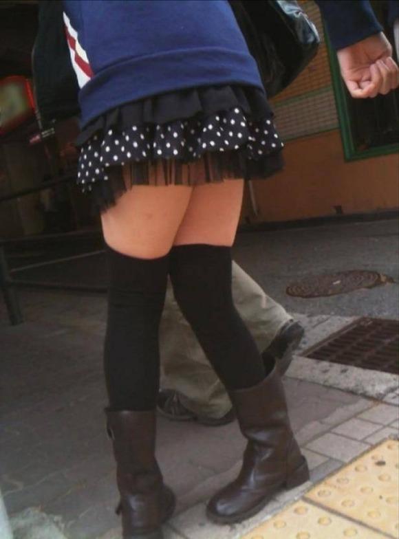 街で生撮りされた素人娘のニーソのエロ画像 374