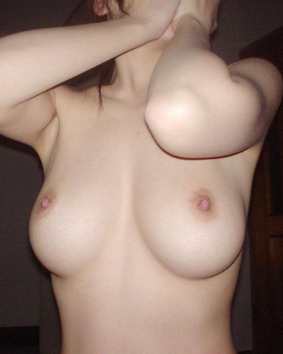 彼氏やセフレが撮った彼女の綺麗な巨乳おっぱいの素人エロ画像 3916