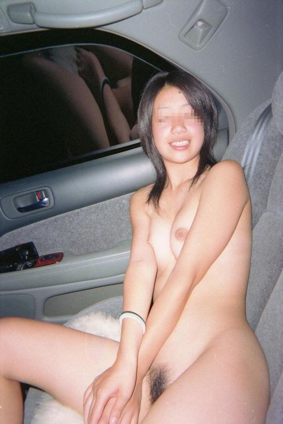 車内で撮影したセフレとの悪ふざけの素人エロ画像 442