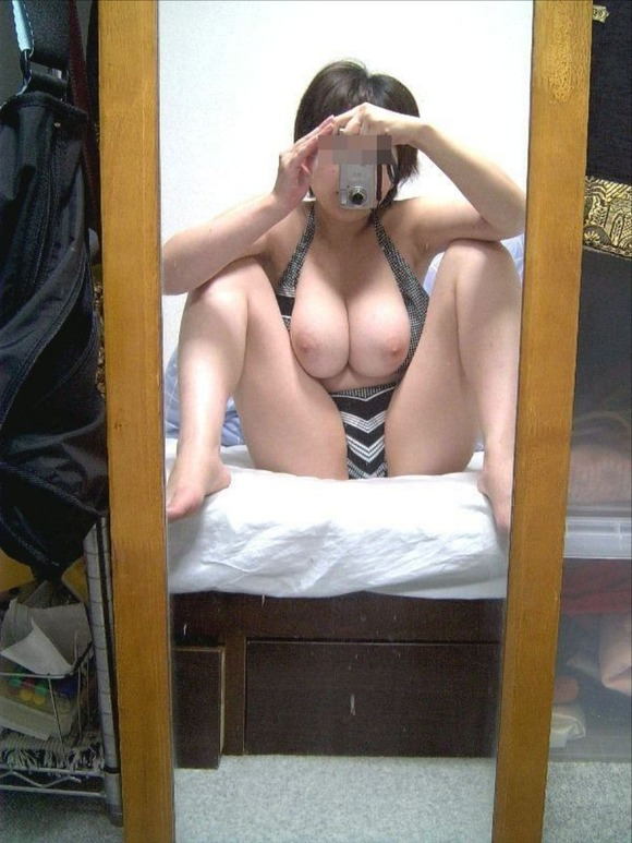 自画撮りとか彼氏に撮影された素人娘の巨乳おっぱいエロ画像 488