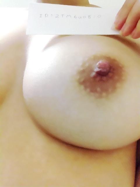 20歳Dカップの素人娘の巨乳おっぱい自画撮りエロ画像 51