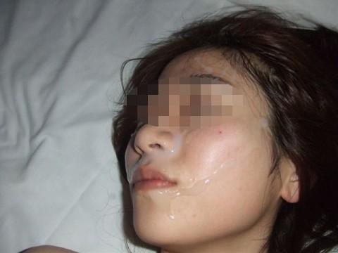 特濃ザーメンをこってりぶっかけられた素人娘のエロ画像 52
