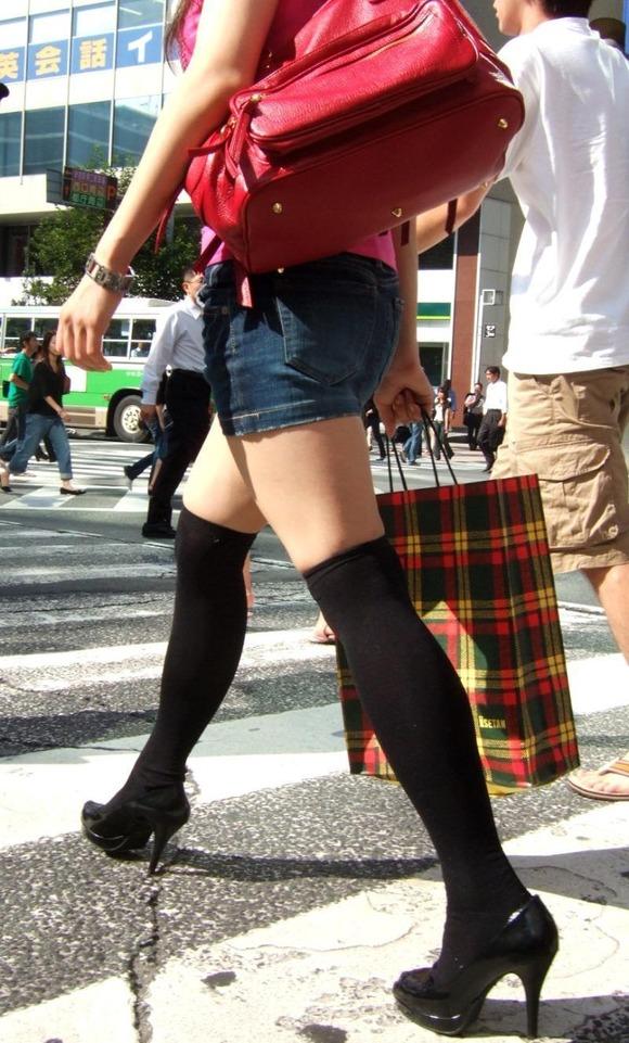街撮りされた素人娘の生足ニーソ画像がエロすぎるぅーwwwwwwww 611