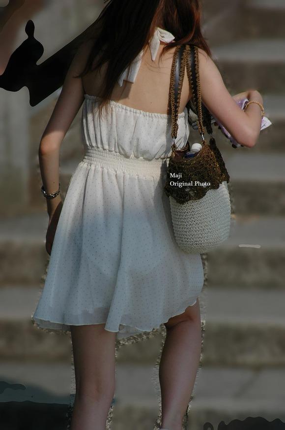 街なかで日常的に見ることの出来る素人娘の太ももエロ画像 628