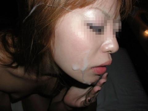 特濃ザーメンをこってりぶっかけられた素人娘のエロ画像 72