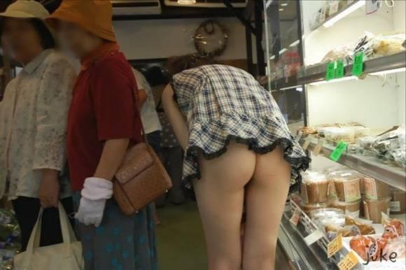 開放感と羞恥心が止められない素人娘の野外露出エロ画像 770