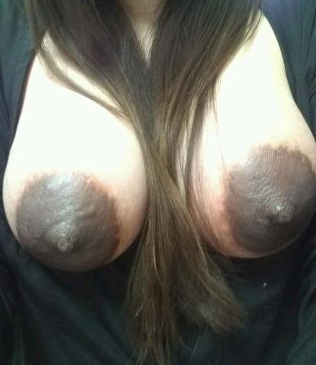 乳輪や乳房が異常に発達した素人娘の巨乳おっぱいエロ画像 771