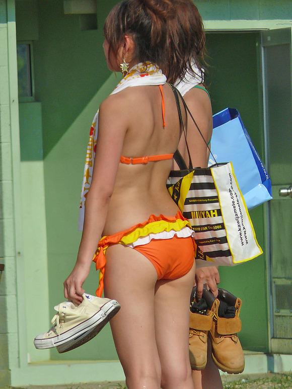どの娘で抜くか目移りするほどいやらしい夏のビーチではしゃく素人娘のビキニエロ画像 1038