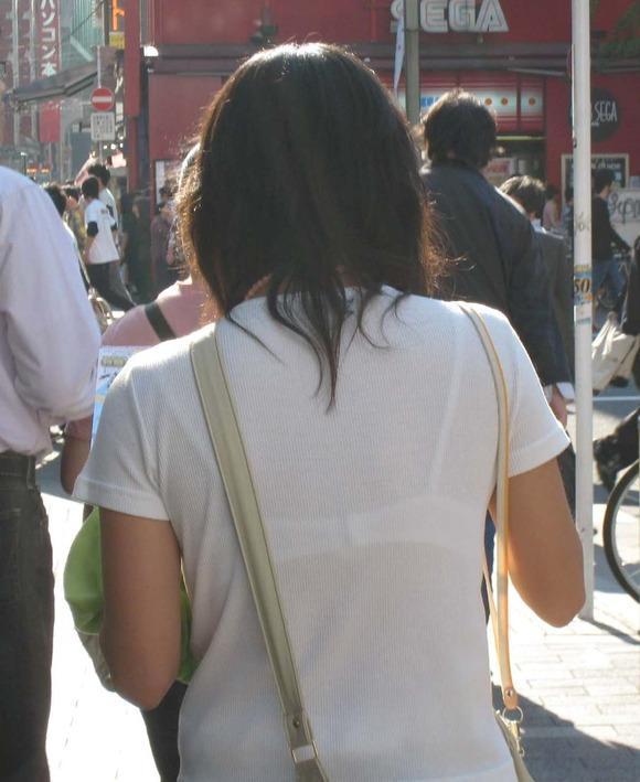 透けブラしてる素人娘の街撮りエロ画像 1052