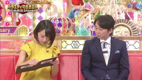 女子アナ竹内由恵がワキチラしてるキャプエロ画像 1062