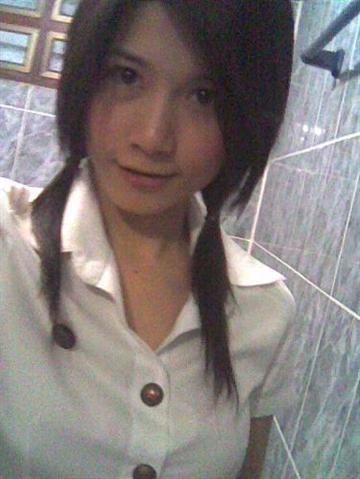 タイの女子大生が激カワ過ぎる素人エロ画像 11