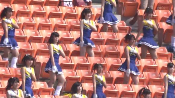 高校野球の応援席ではしゃぐ女子校生チアリーダーのエロ画像 11140