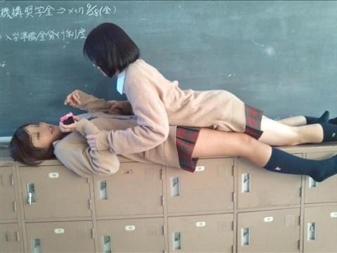 女子校生がSNSに投稿したおふざけしてるエロ画像 114