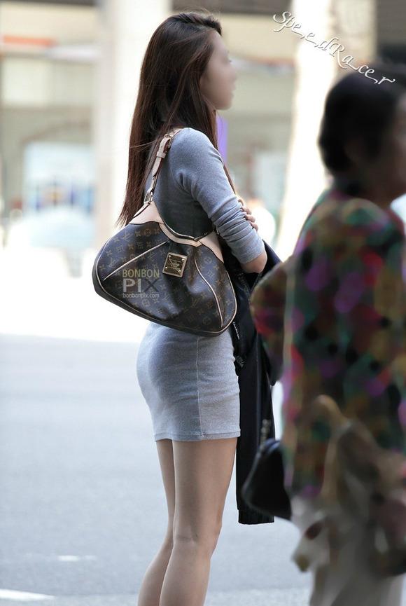 生足の素人女性が多い韓国の街撮りエロ画像 1163