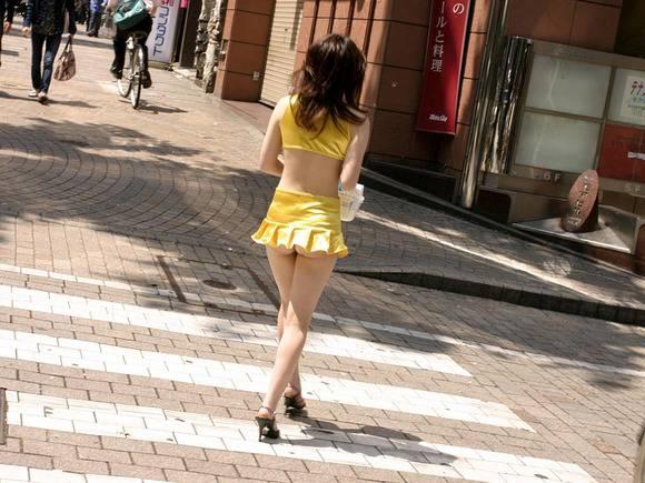 放課後の女子高校生が正面から股間パンツこんにちわ画像