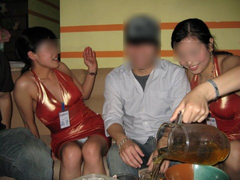 宴会などのお酒の席で乱れまくってるOLや人妻達の素人エロ画像 12120