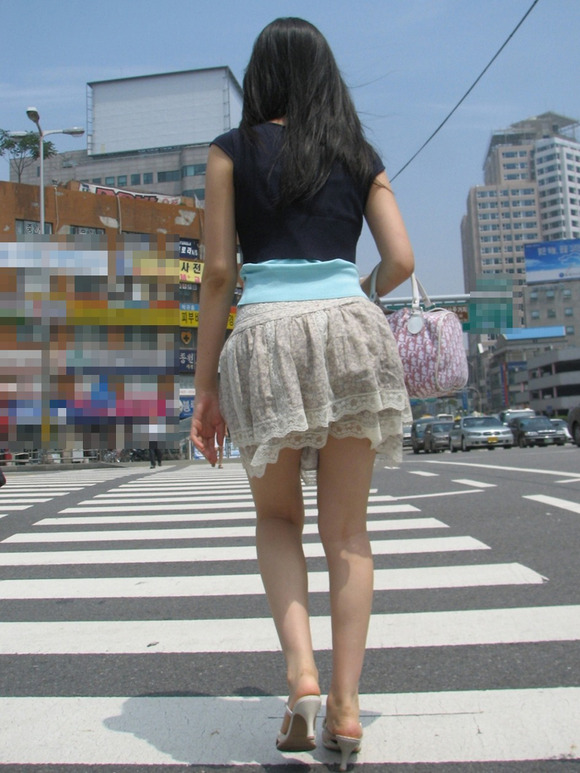 生足の素人女性が多い韓国の街撮りエロ画像 1244