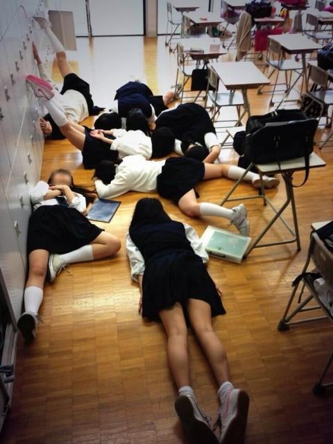 学校内でおふざけしてる女子校生が微笑ましいエロ画像 1281