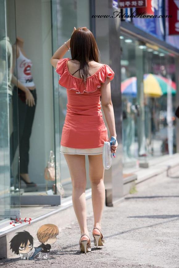 生足の素人女性が多い韓国の街撮りエロ画像 1442