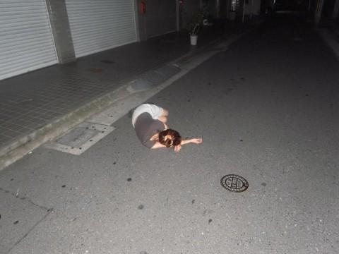 泥酔して道端に倒れこんでやらかしてる素人娘のエロ画像 1482