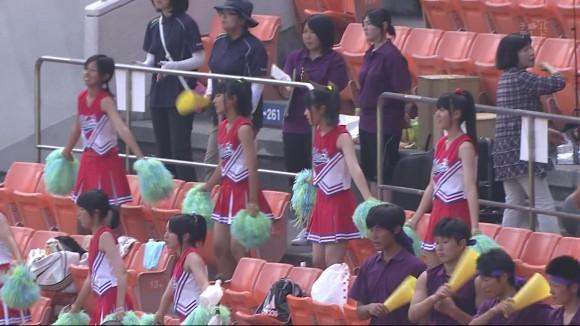 高校野球の応援席ではしゃぐ女子校生チアリーダーのエロ画像 1798