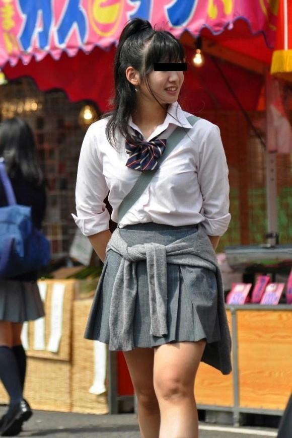 女子校生の制服がもっこりしてる街撮り着衣の巨乳おっぱいエロ画像 204