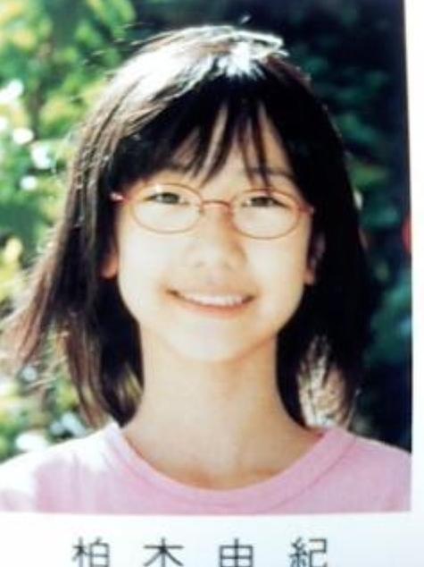 アイドルや女優の卒業アルバム写真のエロ像 2084