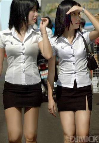 タイの女子大生が激カワ過ぎる素人エロ画像 21