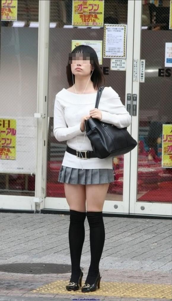 街撮りされた素人娘の太ももが生唾ものなエロ画像 2108