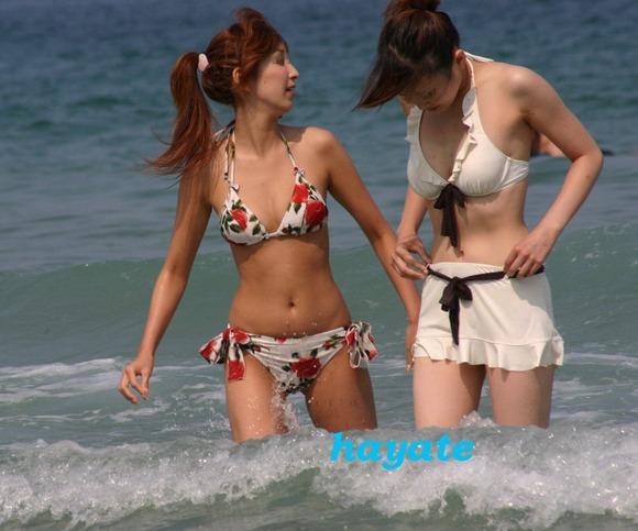ビーチではしゃぐビキニ娘達が激写されネット投稿されてる抜ける素人エロ画像 2133