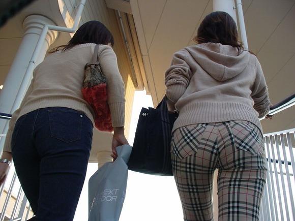 街撮りされた素人お姉さん達のムッチリお尻のエロ画像 2135
