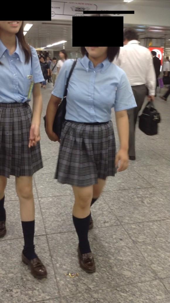 女子校生の制服がもっこりしてる街撮り着衣の巨乳おっぱいエロ画像 216