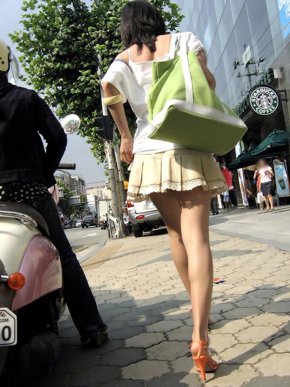 生足の素人女性が多い韓国の街撮りエロ画像 2162