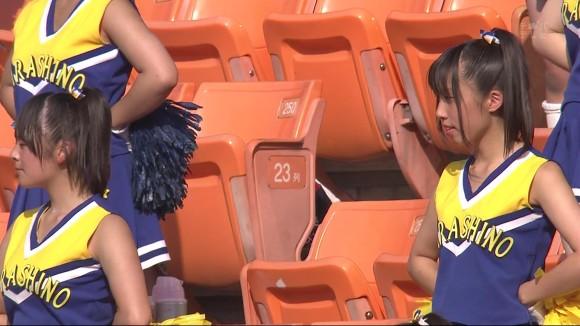 高校野球の応援席ではしゃぐ女子校生チアリーダーのエロ画像 22111