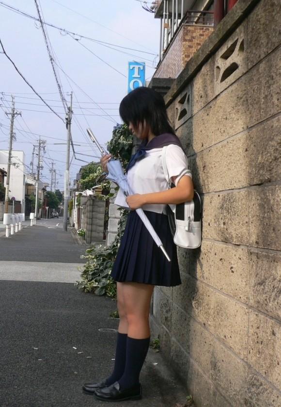女子校生の制服がもっこりしてる街撮り着衣の巨乳おっぱいエロ画像 224