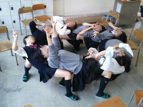 学校内でおふざけしてる女子校生が微笑ましいエロ画像 2281